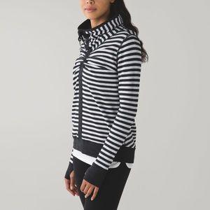 Lululemon in a cinch Reversible sweater size 6-10